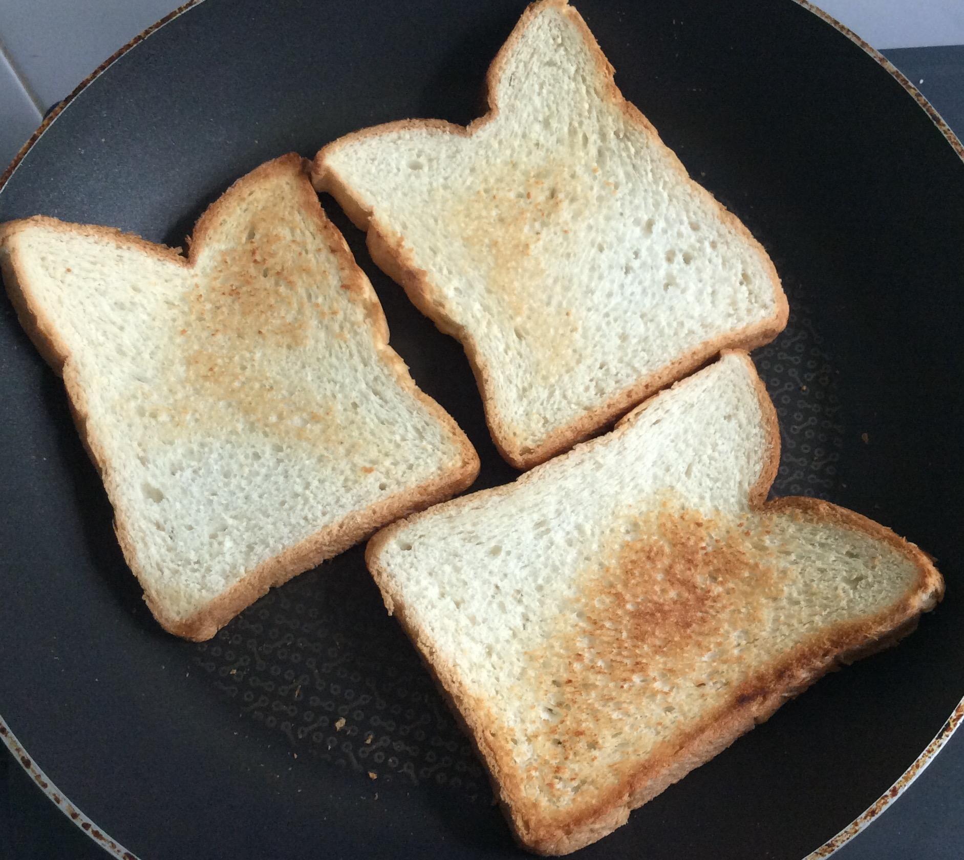 フライパンでトースト